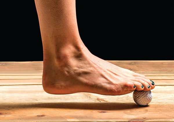 How to Loosen Your Feet With a Golf Ball – PodiumRunner