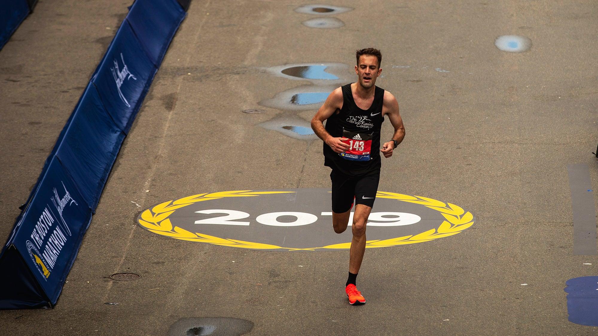 Stephen VanGampleare finishes the Boston-Marathon 2019