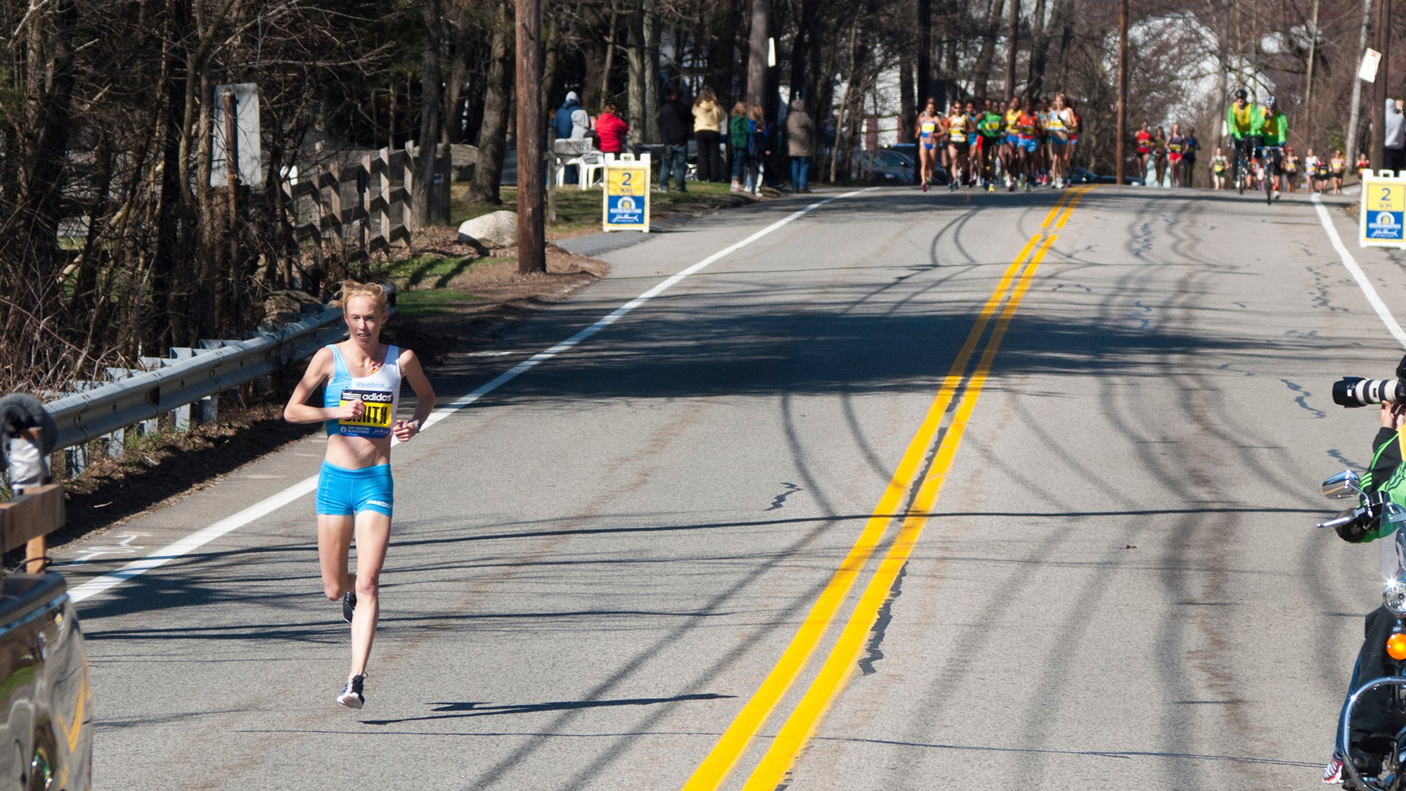 Kim Smith leading Boston Marathon KM 2