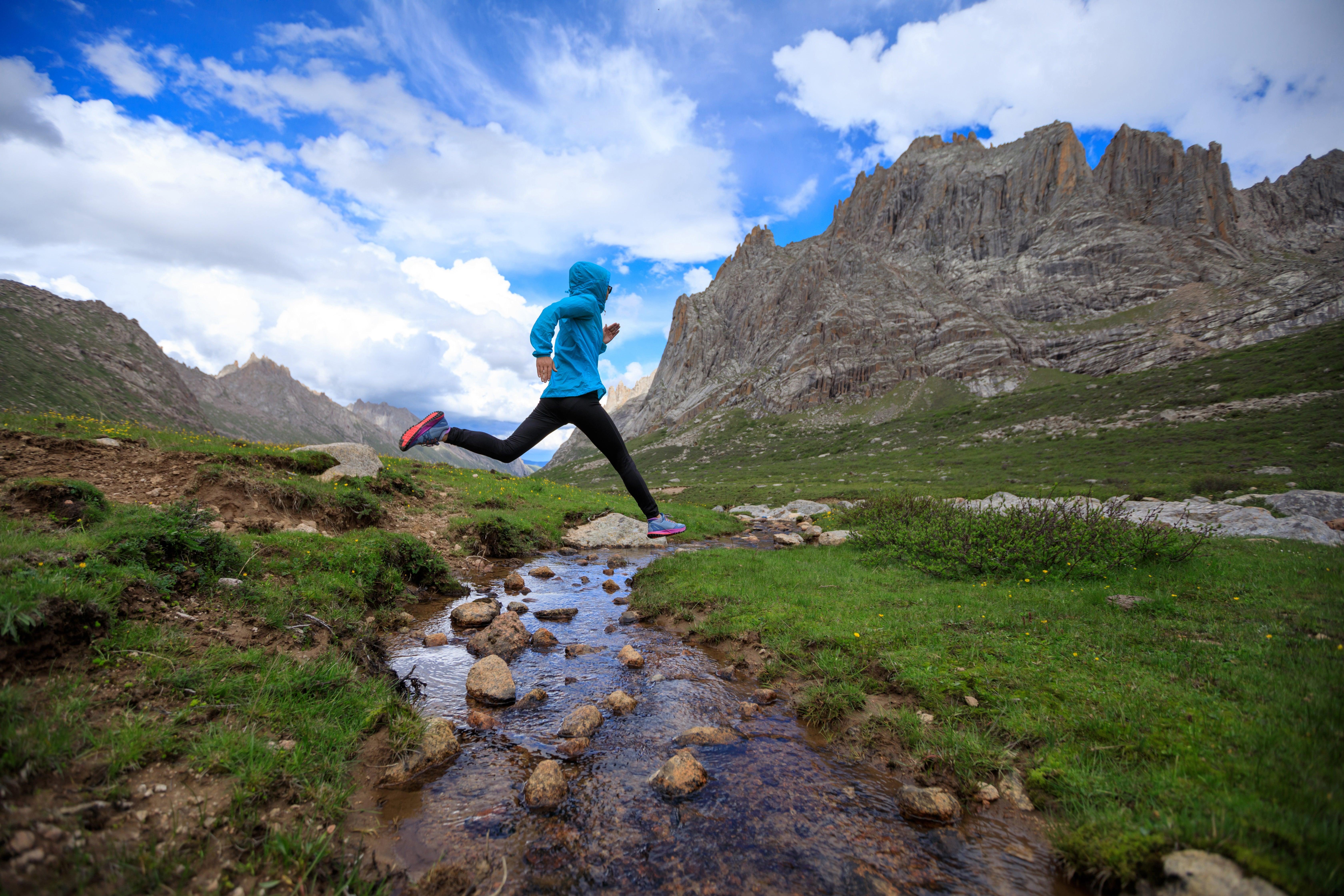 trail running mountains stream