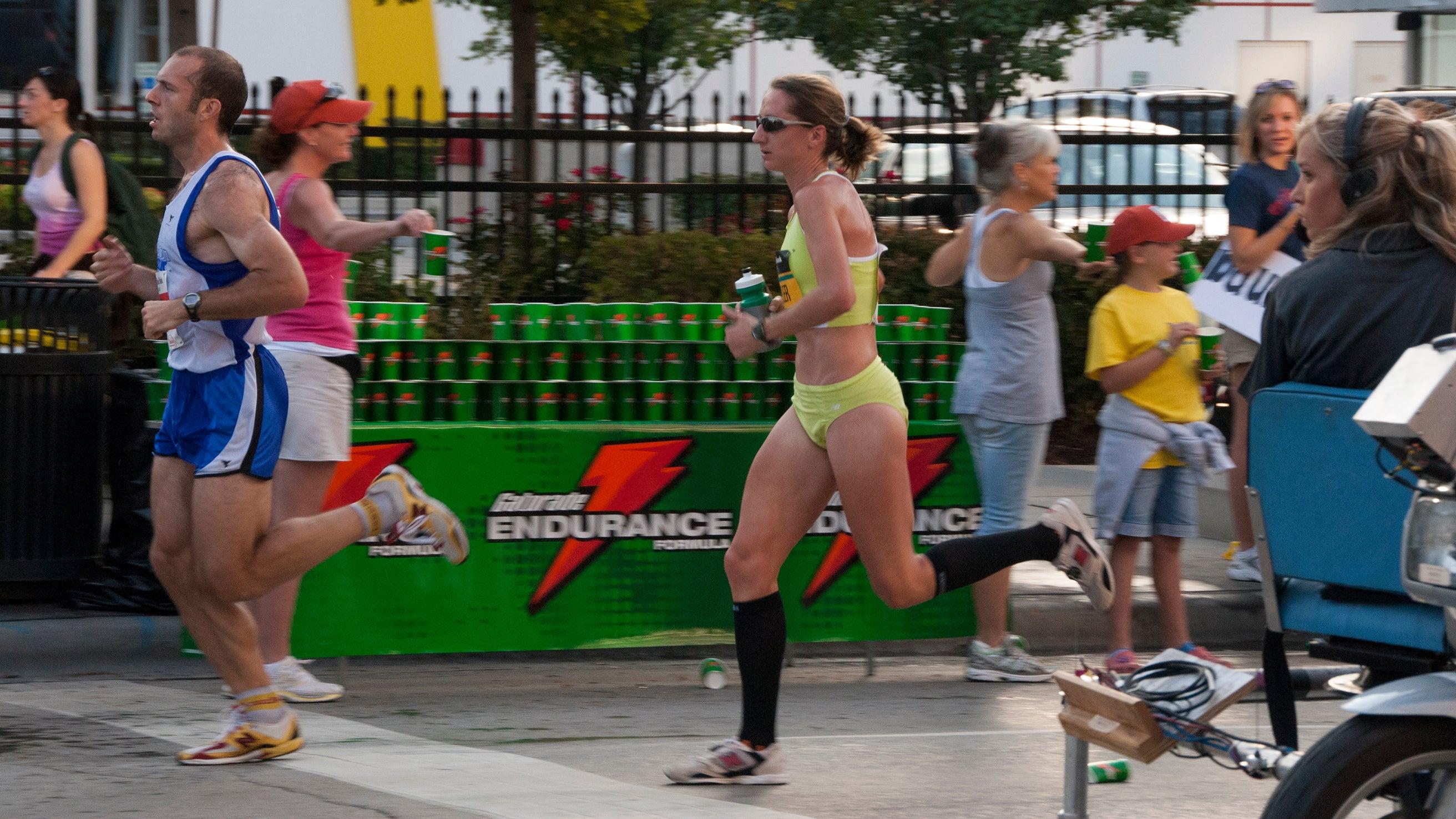 Chicago Marathon water stop