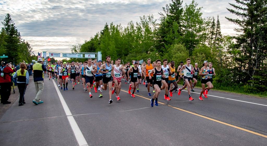 Grandma's Marathon lead pack