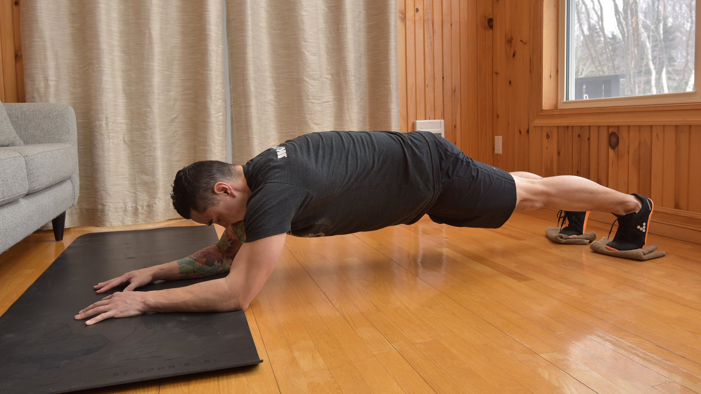 saw plank exercise