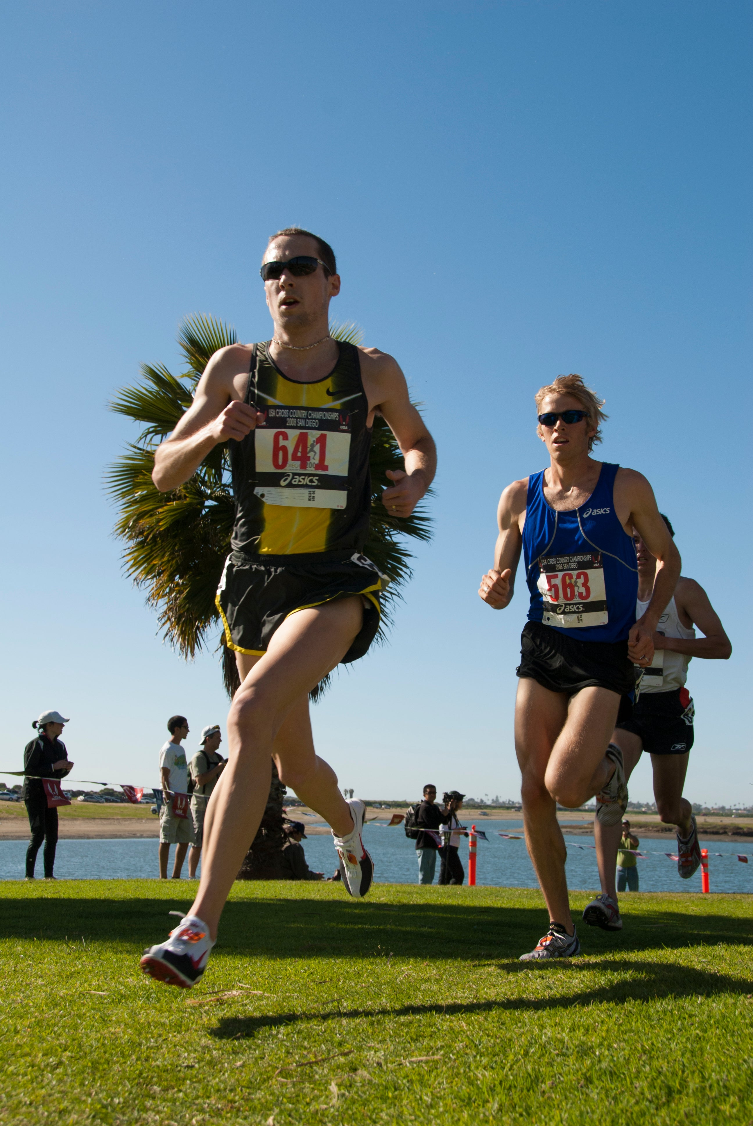 Dathan Ritzenhein leads Ryan Hall en route to victory in the 2008 USATF Cross Contry Championships in San Diego