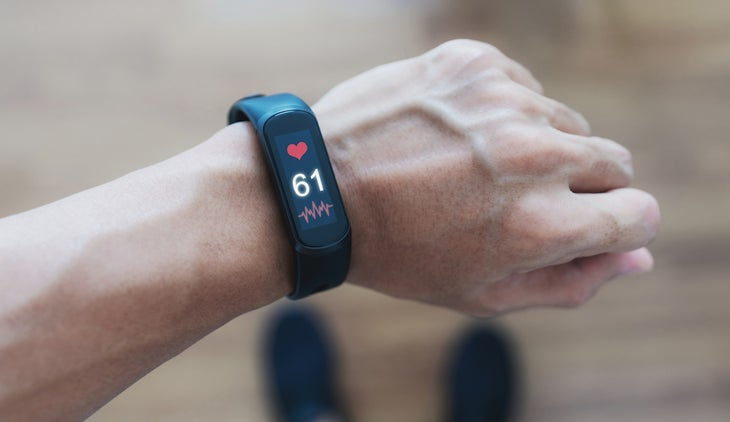 A man using smart band tracking heart rate and health data.